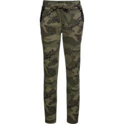 Spodnie dresowe z połyskiem bonprix ciemnooliwkowy moro. Zielone spodnie dresowe damskie marki bonprix, z dresówki, na fitness i siłownię. Za 129,99 zł.