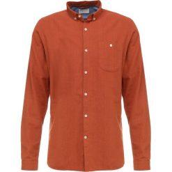 Knowledge Cotton Apparel SLIM FIT Koszula harvest pumpkin. Brązowe koszule męskie slim Knowledge Cotton Apparel, l, z bawełny. Za 399,00 zł.