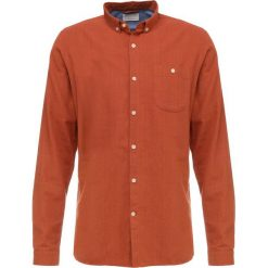 Knowledge Cotton Apparel SLIM FIT Koszula harvest pumpkin. Brązowe koszule męskie na spinki Knowledge Cotton Apparel, l, z bawełny. Za 399,00 zł.