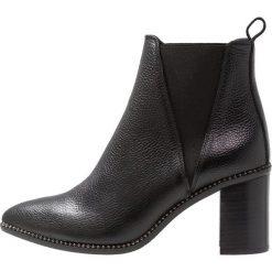 Pedro Miralles Ankle boot nero. Czarne botki damskie na zamek Pedro Miralles, z materiału. Za 799,00 zł.
