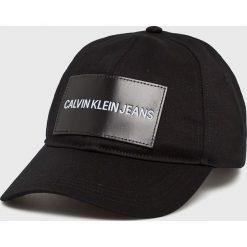 Calvin Klein Jeans - Czapka. Czarne czapki z daszkiem damskie marki Calvin Klein Jeans, z bawełny. Za 159,90 zł.