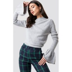 Rut&Circle Sweter z rozszerzanym rękawem Vega - Grey. Szare golfy damskie marki Vila, l, z dzianiny, z okrągłym kołnierzem. Za 121,95 zł.