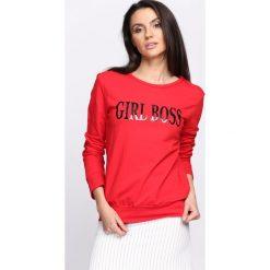 Czerwona Bluza Boss Lady. Fioletowe bluzy damskie marki NA-KD, z napisami, z długim rękawem, długie, z kapturem. Za 69,99 zł.
