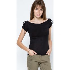 Bluzki damskie: Bluzka w prążki zdobiona wiązaniami na ramionach czarna