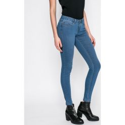 Noisy May - Jeansy Eve. Niebieskie jeansy damskie marki Noisy May, z bawełny, z obniżonym stanem. W wyprzedaży za 89,90 zł.