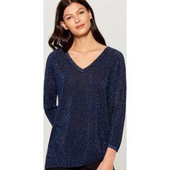 Brokatowy sweter z asymetrycznym dołem - Niebieski. Szare swetry klasyczne damskie marki Mohito, l, z asymetrycznym kołnierzem. Za 89,99 zł.