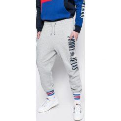 Hilfiger Denim - Spodnie Tommy Jeans 90s. Szare jeansy męskie z dziurami Hilfiger Denim. W wyprzedaży za 399,90 zł.