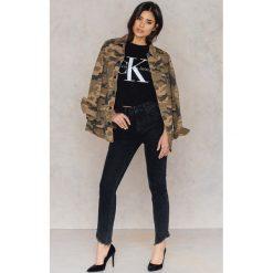 Boyfriendy damskie: NA-KD Trend Jeansy z wysokim stanem i skośnym wykończeniem - Black