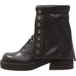 Buty zimowe damskie: See by Chloé Kozaki sznurowane nero