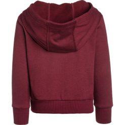Bench NEW HOODY Bluza z kapturem cabernet. Czerwone bluzy dziewczęce rozpinane Bench, z bawełny, z kapturem. W wyprzedaży za 135,20 zł.
