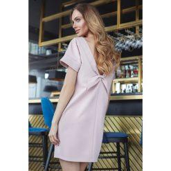 Sukienki: Sukienka z dekoltem na plecach - pudrowa