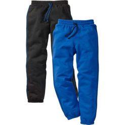 Spodnie dresowe (2 pary) bonprix czarny + lazurowy niebieski. Czarne dresy chłopięce marki bonprix, w paski, z dresówki. Za 75,98 zł.
