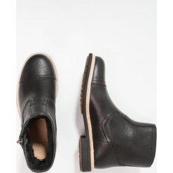 UGG DALVIN Botki black. Czarne buty zimowe męskie Ugg, z materiału. Za 1049,00 zł.