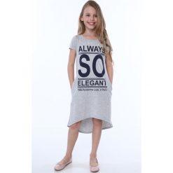 Sukienka dziewczęca z napisami jasnoszara NDZ8247. Szare sukienki dziewczęce marki Fasardi. Za 59,00 zł.