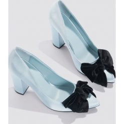 Buty ślubne damskie: NA-KD Shoes Satynowe czółenka z kokardą - Blue