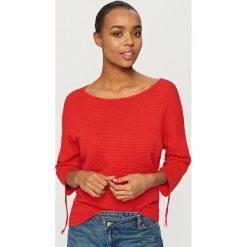 Swetry klasyczne damskie: Sweter z wiązaniami przy rękawach - Czerwony