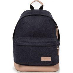"""Plecak """"Wyoming"""" w kolorze granatowym - 30 x 40 x 18 cm. Niebieskie plecaki męskie Eastpak, w paski, z materiału. W wyprzedaży za 217,95 zł."""