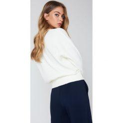 Swetry klasyczne damskie: Renamed Sweter Alexis – White
