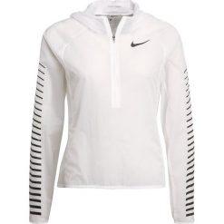 Nike Performance IMPOSSIBLY LIGHT Kurtka do biegania white. Białe kurtki sportowe damskie marki Nike Performance, xl, z materiału. W wyprzedaży za 295,20 zł.