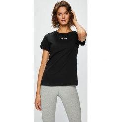 Nike Sportswear - Top. Szare topy damskie Nike Sportswear, l, z aplikacjami, z bawełny, z okrągłym kołnierzem. W wyprzedaży za 69,90 zł.