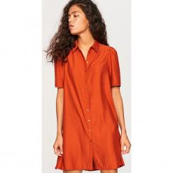 Koszulowa sukienka z lyocellem - Bordowy. Czerwone sukienki z falbanami marki Reserved, z lyocellu, z koszulowym kołnierzykiem, koszulowe. W wyprzedaży za 69,99 zł.
