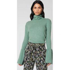 Swetry damskie: NA-KD Dzianinowy sweter z szerokim rękawem i golfem - Green