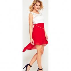 Sukienka szyfonowa z koronką czerwona. Brązowe sukienki koronkowe marki Yups, l, młodzieżowe. Za 59,99 zł.