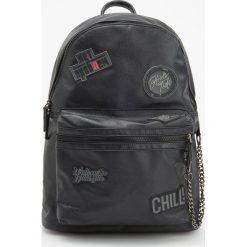 Plecak z naszywkami - Czarny. Białe plecaki męskie marki Reserved, l, z dzianiny. Za 129,99 zł.