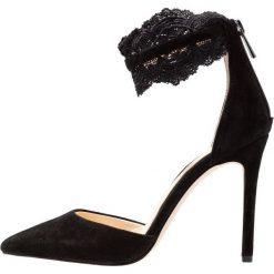 Jessica Simpson PORTALYNN Szpilki black. Czarne szpilki marki Jessica Simpson, z materiału. Za 419,00 zł.