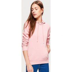 Bluza hoodie - Różowy. Czerwone bluzy damskie marki Cropp, l. Za 69,99 zł.