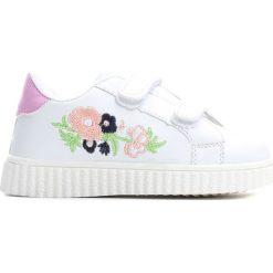 Białe Buty Sportowe Always Around. Białe buty sportowe dziewczęce Born2be, z materiału, z okrągłym noskiem. Za 39,99 zł.