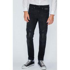 Guess Jeans - Jeansy Jay. Czarne jeansy męskie skinny Guess Jeans. W wyprzedaży za 479,90 zł.