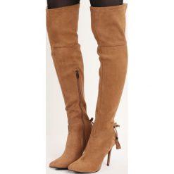 Beżowe Kozaki Rasheeda. Brązowe buty zimowe damskie marki Kazar, ze skóry, przed kolano, na wysokim obcasie. Za 59,99 zł.