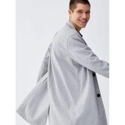 Klasyczny szary płaszcz. Szare prochowce męskie marki Pull&Bear, m, klasyczne. Za 299,00 zł.