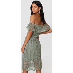 Sukienki: Rut&Circle Koronkowa sukienka z odkrytymi ramionami Li - Green