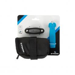 Zestaw naprawczy do roweru z torbą podsiodłową 100 0,5 L. Czarne torebki klasyczne damskie B'TWIN, z materiału. Za 44,99 zł.