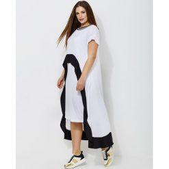 Długie sukienki: Długa rozkloszowana sukienka, dwukolorowa, krótki rękaw