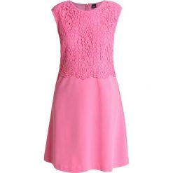 S.Oliver BLACK LABEL KURZ Sukienka z dżerseju summer pink. Czerwone sukienki z falbanami marki s.Oliver BLACK LABEL, s, z dżerseju. Za 549,00 zł.
