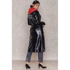 Płaszcze damskie: NA-KD Trend Długi płaszcz z haftem Patent – Black