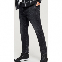Jeansy CROPPED - Czarny. Czarne jeansy męskie regular Cropp. Za 119,99 zł.