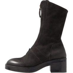 Lilimill VASCO Kozaki na platformie nero. Czarne buty zimowe damskie marki Kazar, z futra, przed kolano, na wysokim obcasie, na koturnie. Za 719,00 zł.