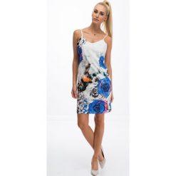 Drukowana sukienka w kwiaty / chabrowy 8254. Białe sukienki marki Fasardi, l. Za 49,00 zł.