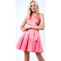 Sukienka z ozdobnymi kamykami koralowa G50111. Pomarańczowe sukienki Fasardi, l. Za 159,00 zł.