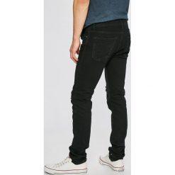 Jack & Jones - Jeansy Glenn. Czarne jeansy męskie relaxed fit marki Jack & Jones, l, z bawełny, z klasycznym kołnierzykiem, z długim rękawem. W wyprzedaży za 99,90 zł.