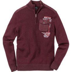 Sweter ze stójką bonprix czerwony klonowy. Czerwone golfy męskie marki bonprix, l, z haftami. Za 79,99 zł.