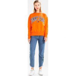Bluzy damskie: Tommy Jeans COLLEGIATE Bluza orangeade