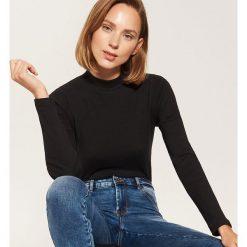 Bluzki damskie: Dzianinowa bluzka z półgolfem - Czarny