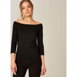 Swetry klasyczne damskie: Sweter cold shoulders z brokatową nitką - Czarny