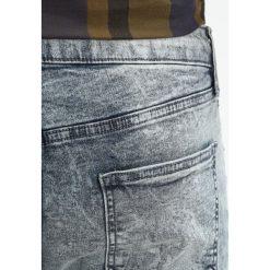 Topman Jeans Skinny Fit grey. Szare rurki męskie marki Topman. W wyprzedaży za 135,20 zł.