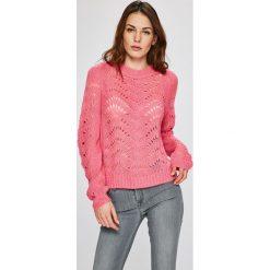 Noisy May - Sweter Tabby. Różowe swetry klasyczne damskie marki Noisy May, l, z dzianiny, z okrągłym kołnierzem. W wyprzedaży za 49,90 zł.